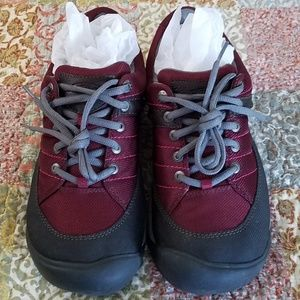 1d5f53fb178 Keen Shoes - KEEN WINE, BURGUNDY ,RED SHOES/HIKING